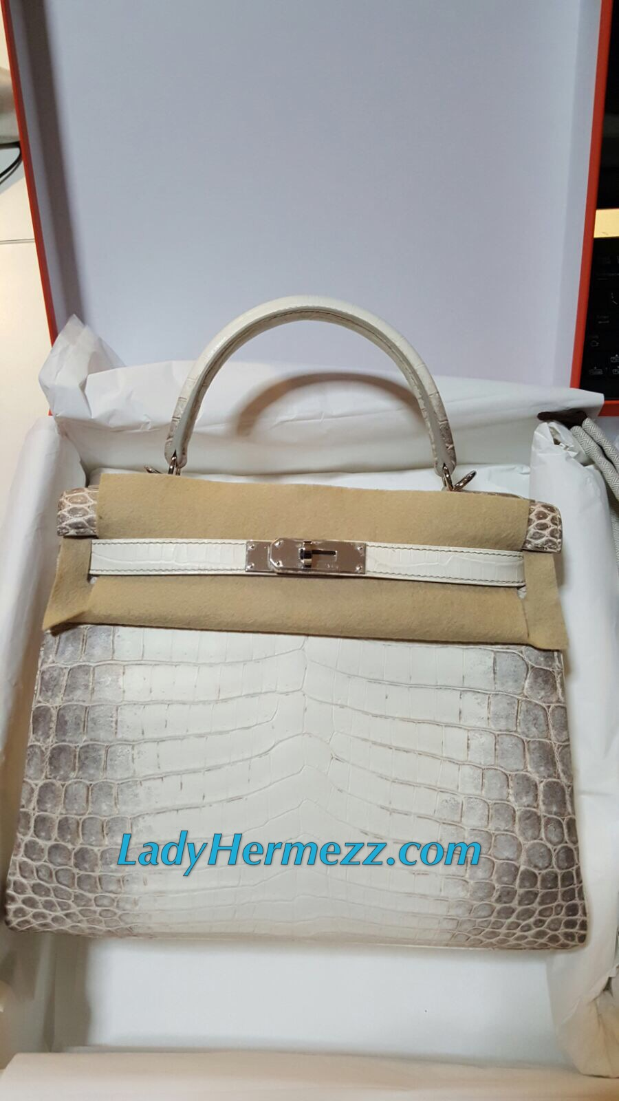 67ac9bad9ceb BNIB 28cm Hermes Kelly HIMALAYA WHITE matte nilo crocodile with Palladium  Hardware  T stamp 2016 Papers