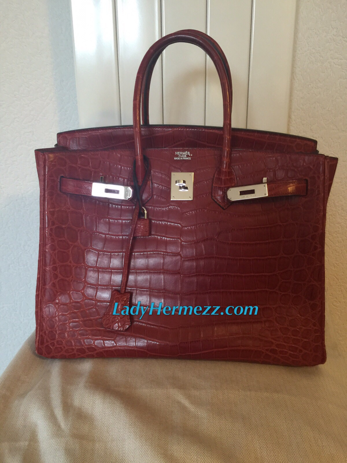 9cf3231fbc3d We hope to find this beautiful crocodile Birkin bag a lovely home. And be  cared for and admired by someone else for many years to come.