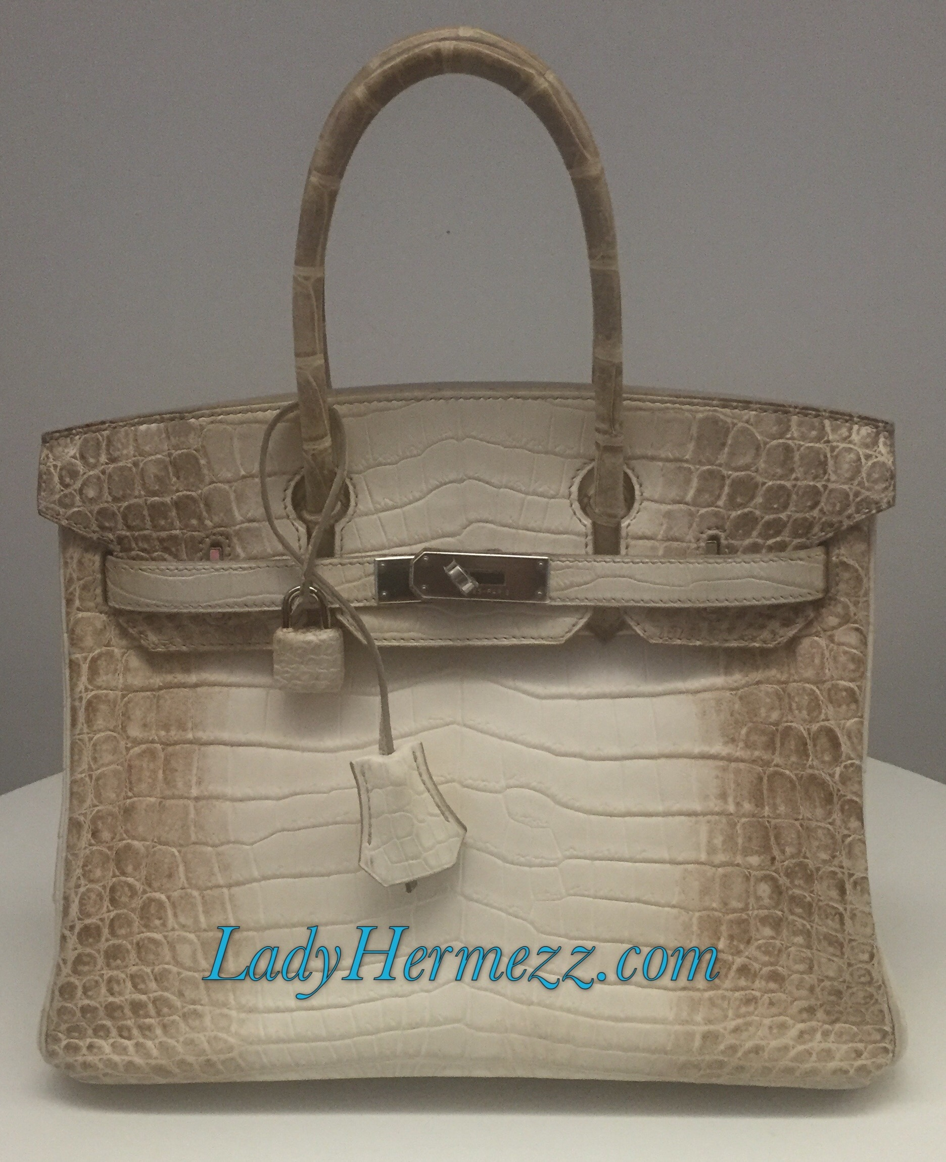 3eeac2e169b7 We are reducing the price of this beautiful pre-owned bag that has been  cleaned by Hermes and the hardware replaced. It s M stamp with the rare  brownish ...